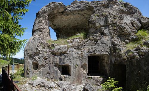 I segni del recupero materiali del Forte Busa Verle, post guerra.