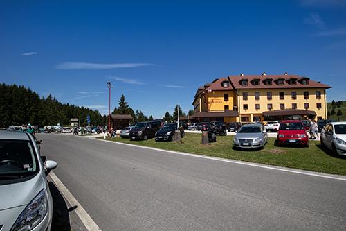 L'affollato Passo Vezzena
